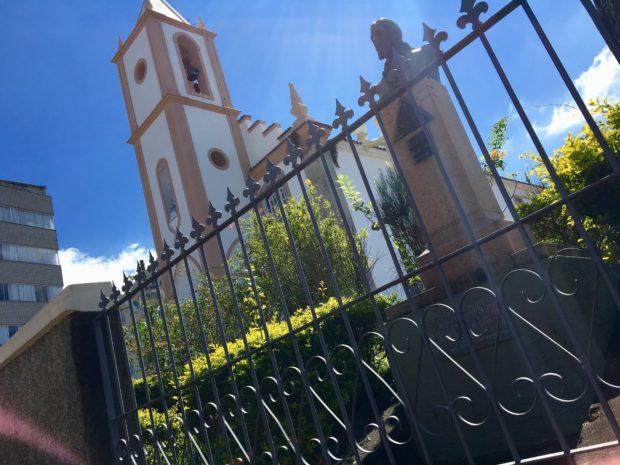 Igreja de Nossa Senhora do Rosário onde está enterrado o braço de Tiradentes.