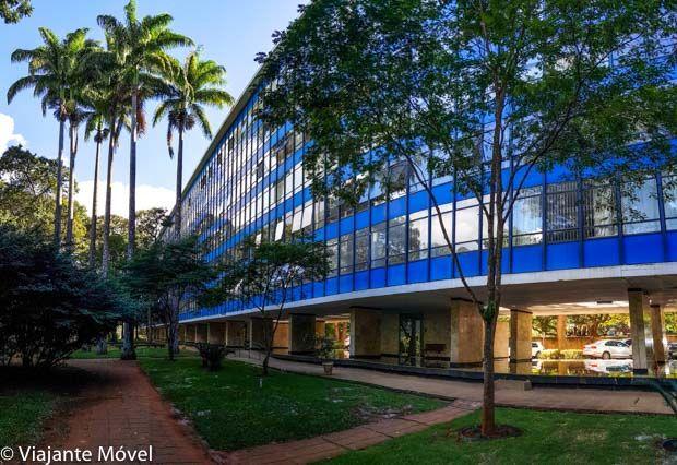 faxada do prédio azul com vidraça da 308 sul Quadra Modelo de Brasília